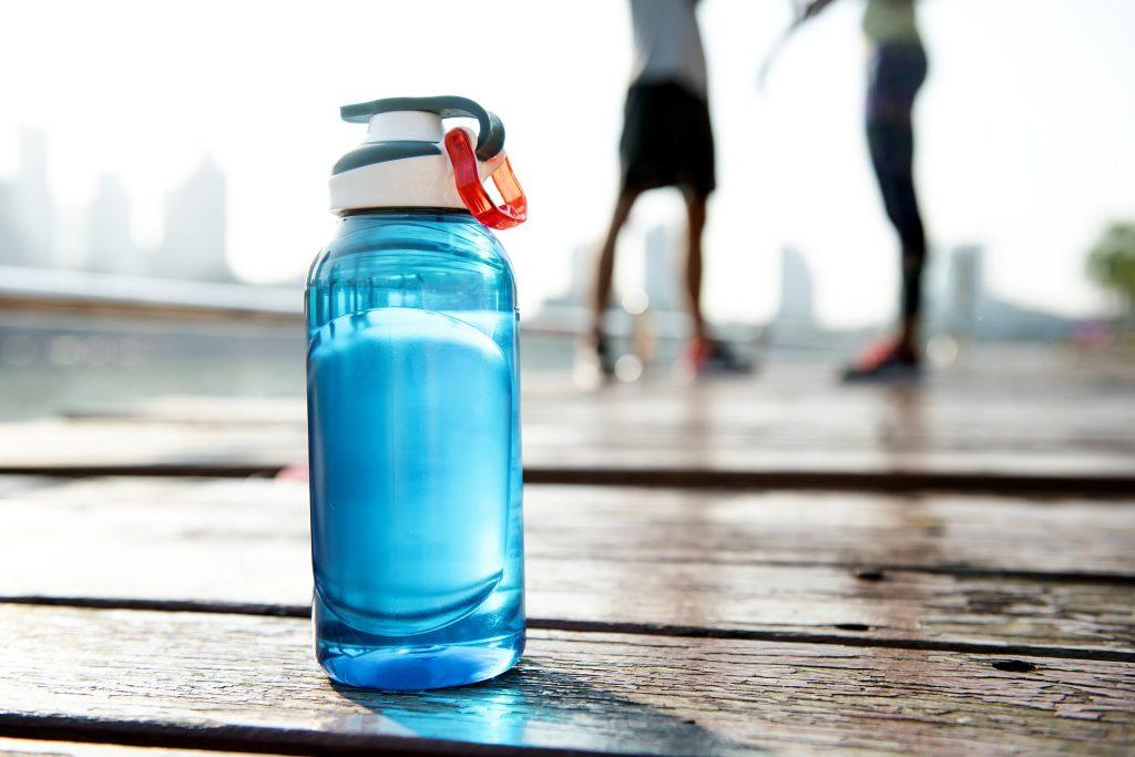 ¿Qué cantidad de agua se debe tomar?