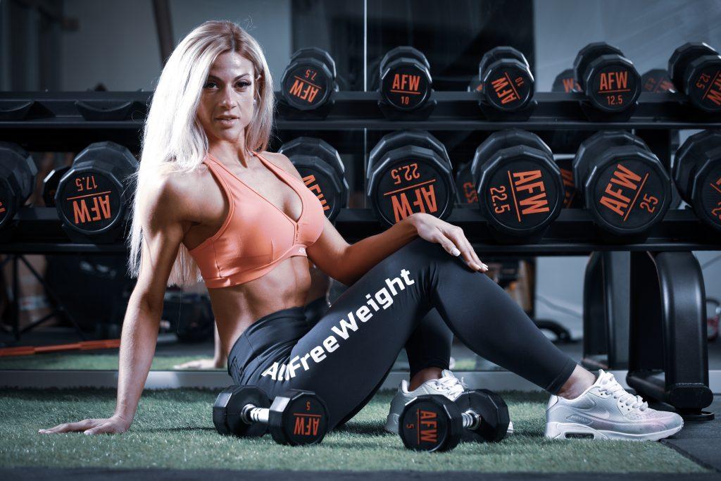 Esther Garcia atleta fitness posando AFW