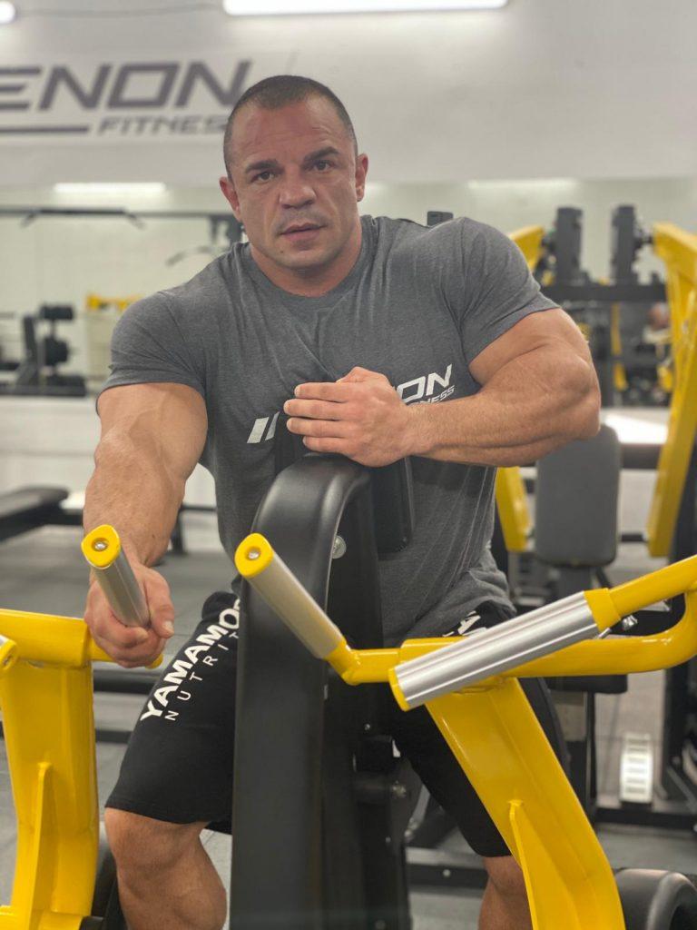 Angel Calderón entrenando con Etenon Fitness