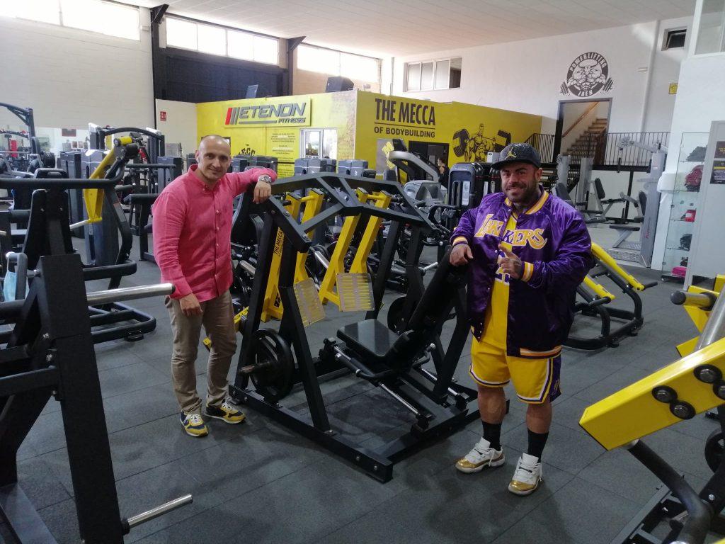 Rafael Rodriguez (Oss Fitness) y Fran Osés (atleta IFBB)