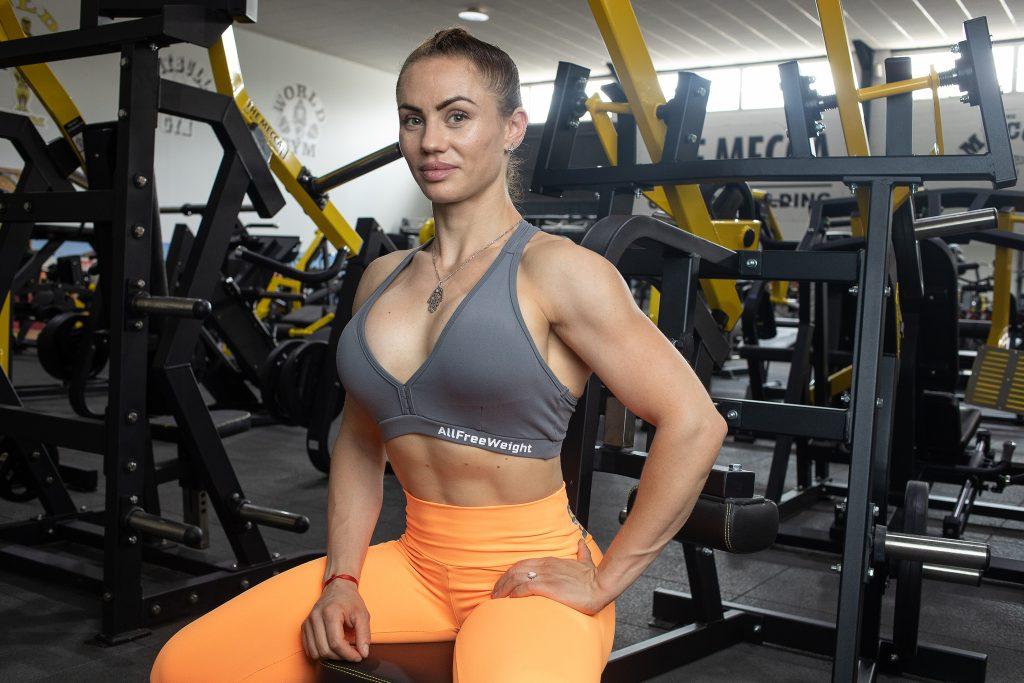 Cris Pajares atleta IFBB Pro Bikini Fitness