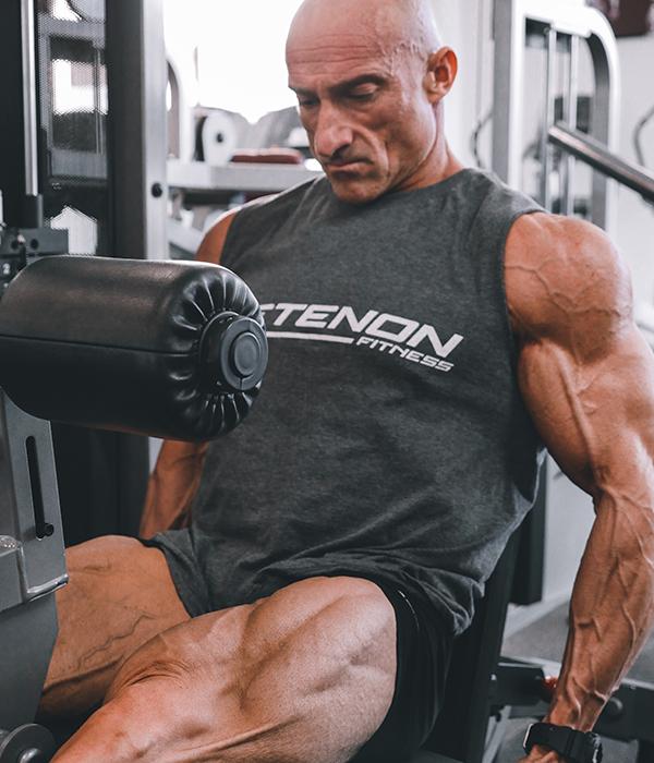 Xisco Serra entrenando piernas