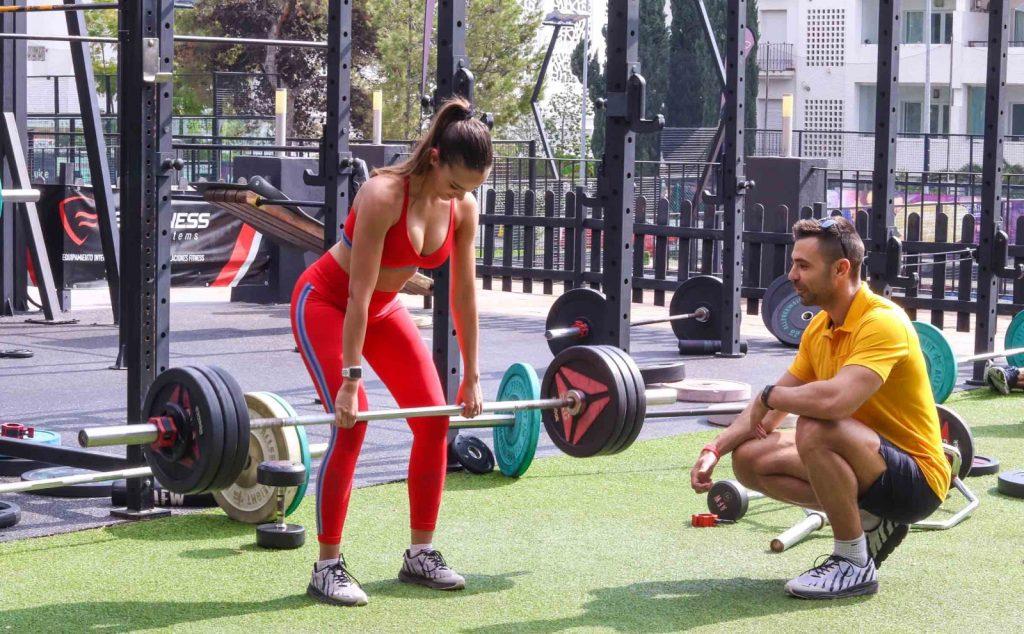 Entrenamiento en gimnasio al aire libre