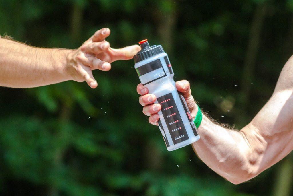 hidratacion durante el verano practicando deporte
